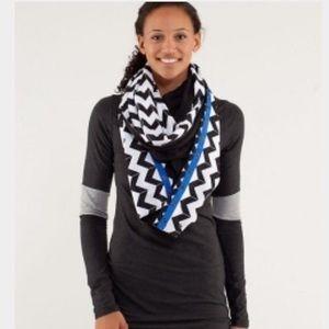 Lululemon black and white chevron vinyasa scarf